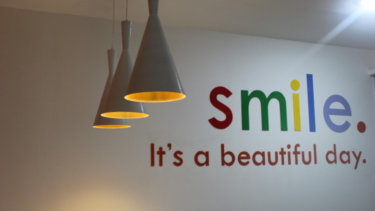 MENDAPATKAN SENYUM NAN SEMPURNA SEMAKIN MUDAH : BLOGGER'S PARTY SMILE