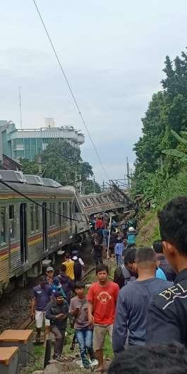 Anjlokan KRL 1722 Relasi Jatinegara - Bogor