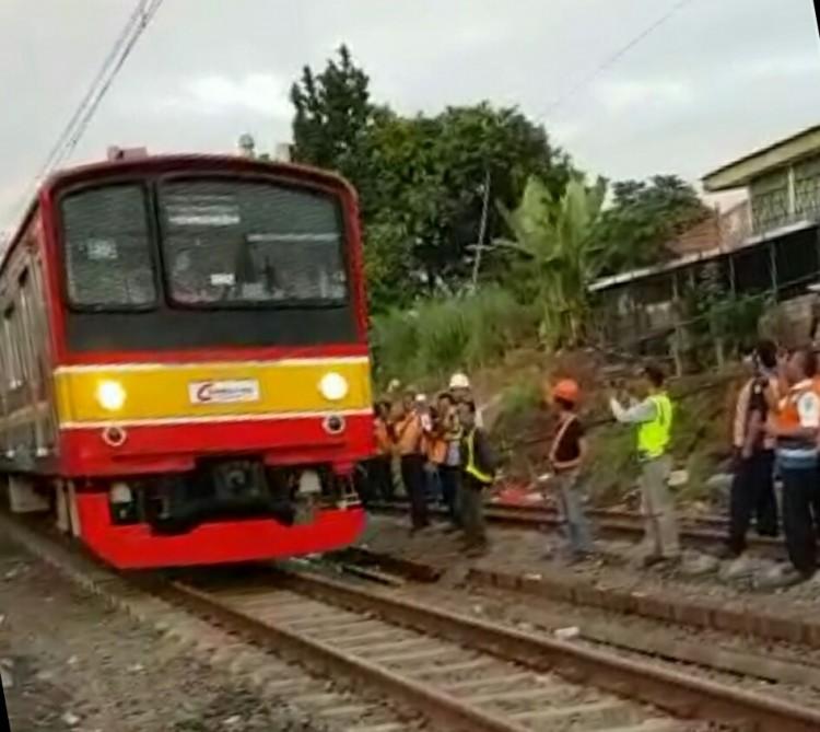 KRL Mulai Beroperasi Hingga Stasiun Bogor Menggunakan Satu Jalur Bergantian