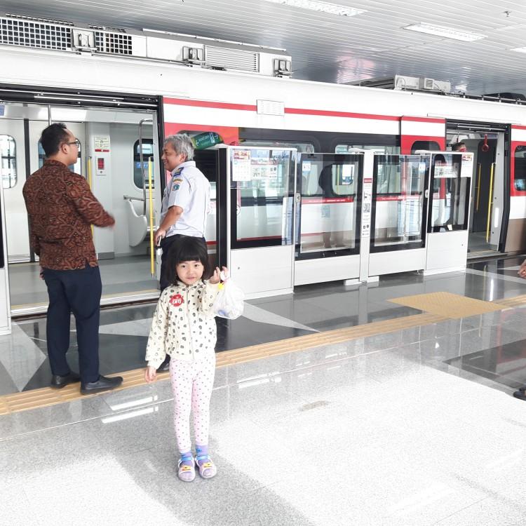 Merasakan Percobaan Naik LRT