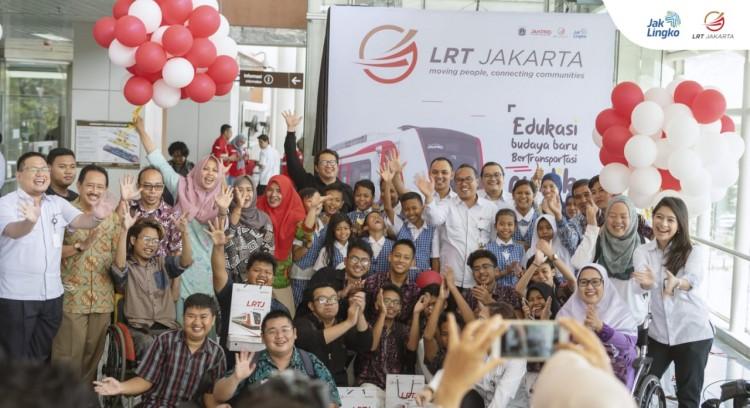 Momen Hari Pendidikan Nasional Sebagai Cara Edukasi LRT Jakarta Untuk Masyarakat Sekitarnya