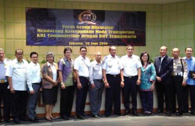 Mendorong Peningkatan Keterpaduan Moda Antara KRL Commuterline Line Dengan BRT Trans Jakarta